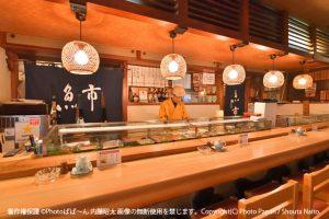 お寿司料理店の内観写真