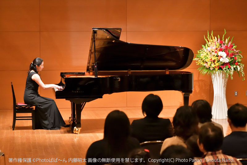 ピアノ教室の先生の演奏